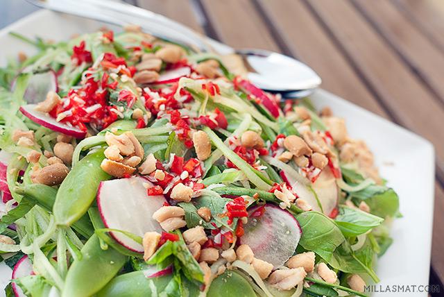 Vietnamesisk sukkerertsalat med chilidressing
